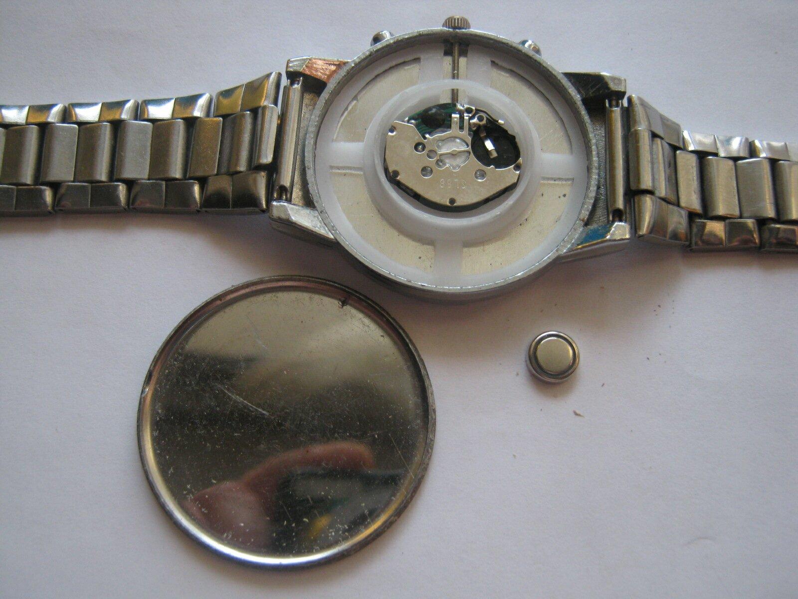 Как снять заднюю крышку часов без использования необходимых